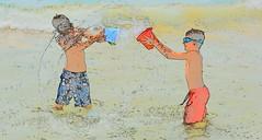 DSC_1441 (Pedro Montesinos Nieto) Tags: drawing niños fragile cataluña cuadros alegría ageofinnocence costadorada juegosdeniños childrensgames laedaddelainocencia frágiles alegríadevivir nikond7100 playasdeelvendrell playasdecomaruga españaturística juegosdelverano