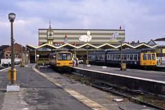 Cleethorpes Station (Neil Pulling) Tags: station transport rail railway lincolnshire britishrail cleethorpes terminus britishrailways dmu humberside class144 class108 144005 cleethorpesstation n617 derby2car