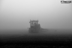 L_KNP5202-2 (Rodney Wetton) Tags: mist tractor misty lincolnshire daffodil johndeere sowing mistymorning lincolnshirewolds sowingseeds edlington capnilfarm