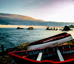 Amanece en Gueiru (Maribel Gijon ( Ayalga )) Tags: azul mar asturias playa paisaje amanecer cudillero lancha gueirua