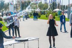 DSC_0327 (sergeysemendyaev) Tags: show children fun happy spring russia adler bubbles iridescent olympicpark sochi 2016   bigbubbles         sochiautodrom soapbubblesshow