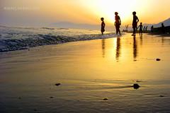 Atardece en Marbella (Guervs) Tags: sunset espaa orange beach backlight contraluz atardecer seaside andaluca spain shadows silhouettes playa costadelsol andalusia naranja sombras siluetas mlaga marbella residencia tiempolibre