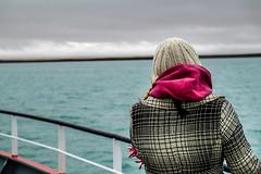 DSCF0567 (kriphoto) Tags: sea color mar mujer fuji horizonte estrecho magallanes abrigo