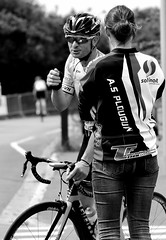 Smiling racing cyclist and cute supporter (patrick_milan) Tags: street people blackandwhite bw woman white black girl monochrome race brittany noir noiretblanc femme nb course cycle rue fille blanc personne vlo streetview gens plouguin fibistre