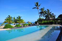 Moorea Intercontinental (Co2 Cyril Carton) Tags: polynesia piscine moorea hotelintercontinental frenchpolynesia d90 polynésie