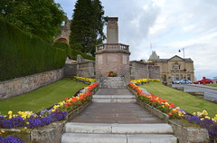 Jedburgh War Memorial (Tony Worrall Foto) Tags: old uk flowers flower building architecture scotland town bed tour place bright north scottish visit tourist historic bloom visitors sunlit past built scots ruined pastime olden founded 12thcentury jedburgh scottishborders