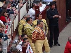 Orondos picadores (franmunozr) Tags: rey albero corrida cuernos toro monumental picador torero plazadetoros ganaderia cardeno coso lasventas divisa ruedo banderilla torobravo