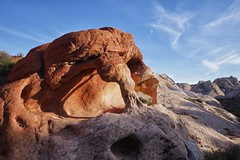 arch, valley of fire state park, nevada (twurdemann) Tags: statepark sky colour valleyoffire nature landscape arch unitedstates hiking nevada hills mojavedesert americansouthwest redsandstone looproad nikcolorefex pianorock aztecsandstone tonalcontrast xf1855mm fujixt1 erosionfirecave