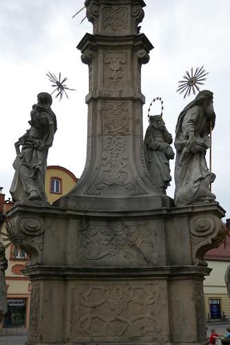 Środkowa część pomnika Trójcy Świętej (Klahr Starszy, 1739-42) na zachodniej pierzei w Lądku Zdroju