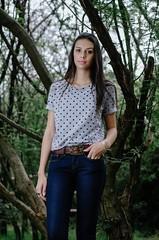 Lara (www.adrianosobralfotografia.com.br) Tags: trees woman girl brasil sopaulo jeans brunette fotografia sorocaba adrianosobral adrianosobralfotografia
