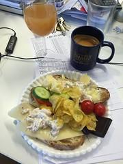 Frukost 3/6 (Atomeyes) Tags: oliver juice chips mat kaffe cheddar ost gurka tomat mackor