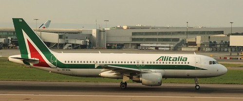 Airbus A320: 3732 EI-DTA A320-216 Alitalia London Heathrow Airport