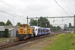 20160716 SR 303001 + Arriva 450, Blerick (Bert Hollander) Tags: br flirt type loc sr bewolkt trein arriva locomotief limburgs blerick dloc flirt2 10450 g1206 303001 struktonrail overbrenging 55706bramf