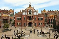 115_Hospital_de_Sant_Pau,_l'edifici_d'Operacions_des_de_la_sala_d'actes (Context Travel) Tags: barcelona hospital de modernism pau sant catalan modernisme