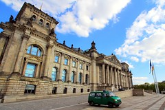 The Reichstag building (L. Felipe Castro) Tags: door city berlin germany gate photographer capital tor brandenburg berlim alemanha fotografo luizfelipecastro luizfelipedasilvadecastro