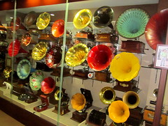 "Korea Gangneung Chamsori Gramophone Museum tons of colorful vintage gramophones on display - ""Tooting One's Horn"" (moreska) Tags: travel tourism museum asia antique memories horns korea case oldschool turntable collections record acoustic inventions museums brass rare logos rca edison collectibles gramophone rok crank 1900s recordplayers gramophones phonographs gangneung 78rpm woodenbox turnofthecentury windups soundmachines victrolas nipperthedog woodenhorn"