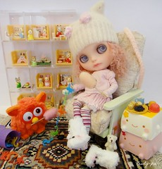 Enjoy your Saturday!!!!!! (Kewty-pie) Tags: dog white outfit boots fuzzy families mini rug blythe custom rement armchair shelves furby monkeysinabarrel lalatroop pei78 hanaritofu olydolls sylvanina mothkuzya