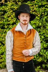 Mr-pan Vu par Natasha Milady de Winter (Mr-Pan) Tags: history beard costume redhead histoire renaissance bearded roux livinghistory xviie xviith histoirevivante vauxlevicomte2013 chapeaudefrance natachamiladydewinter