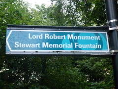 "Sign in Kelvingrove Park: ""Lord Robert Monument"" (John Steedman) Tags: uk greatbritain scotland unitedkingdom glasgow escocia schottland ecosse grossbritannien cosse grandebretagne"