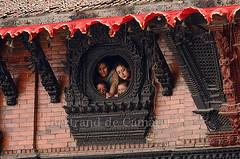 Palais de la Kumari (Bertrand de Camaret) Tags: wood nepal woman window horizontal asia femme ngc brique kathmandu asie bois fenetre durbarsquare etais ntionalgeographic palaisdelakumari bertranddecamaret