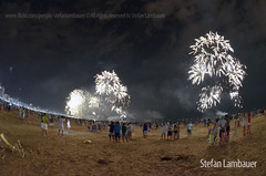 Santos Rveillon 2014 (Stefan Lambauer) Tags: brazil people praia beach brasil dj br fireworks sopaulo newyear santos rveillon anonovo fogos gonzaga virada 2014 stefanlambauer ilha1 santosnavirada1