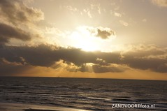 DSC08583 (ZANDVOORTfoto.nl) Tags: sunset sea sky beach netherlands clouds strand coast photo foto wind dunes nederland noordzee sunny zee shore northsea lucht duinen zon zandvoort aan niederlande ondergaande beachlive zandvoortfotonl zandvoortfoto zandvoortphoto