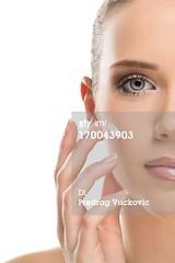 crema idratante (quintaagrafico) Tags: closeup salute fotografia igiene giovaneadulto caucasico composizioneverticale solounadonna puntodivistafrontale solounapersona