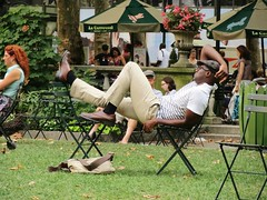 REST (Roselyne Calle Mirio) Tags: park nyc newyorkcity portrait people usa ny newyork color green catchycolors us unitedstates manhattan candid streetphotography midtown rest parc bryantpark repos amrique etatsunis travelphotography dtente colorfulworld cmwdgreen welovenyc canonixus500hs roselynecallemirio