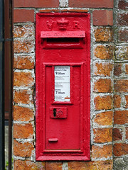East Hendred, Oxfordshire (Oxfordshire Churches) Tags: easthendred oxfordshire postoffice royalmail postboxes letterboxes mailboxes panasonic lumixgh3 mft microfourthirds micro43 england uk unitedkingdom ©johnward wallboxes vr victorian wb20781 ox121135 ox121135d wtallenco sizecboxes explore explored inexplore
