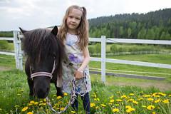 Hevonen ja lapsi (VisitLakeland) Tags: summer horse kids finland children child pony hevonen kes poni tahko lapset lapsi