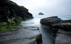 Gull Rock (Bobbybinz) Tags: sunset sea strand moss nikon long exposure cornwall gull atlantic lee filters trebarwith d800e
