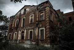 (Rodney Harvey) Tags: urban abandoned st architecture james louis mark decay grand missouri twain mansion urbex clemons