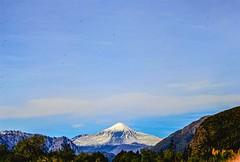 Volcn Antuco (HeverFC) Tags: chile sky naturaleza verde nature azul canon landscape volcano montana paisaje dia cielo biobio landschaft medio montaas volcn airelibre  antuco   canon60d peyzazh canoneos60d jnggun