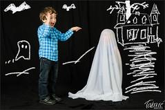 Un fantasma! (Tabar Neira) Tags: portrait children retrato ghost nios fantasma tabare valaingaur
