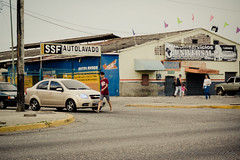 Paso Peatonal (Lex Arias / LeoAr Photography) Tags: street people urban streetart calle nikon gente venezuela streetphotography urbana barquisimeto artecallejero 2016 callejera nikond3100 everybodystreet leoarphotography lexarias streetphotographyvzla iglexariasphotos