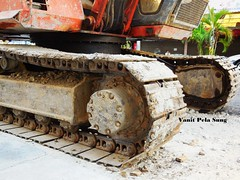 Dirt track (vanitpelasung) Tags: wheel track machine dirt malaysia dust digger earthmover excavator crawler chipping