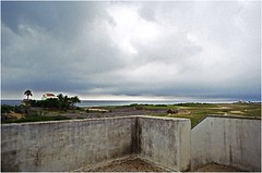 Thiruvanmiyur - vue depuis la terrasse (JJ_REY) Tags: india film colors kodak terrasse nikonfe tamilnadu thiruvanmiyur gold200 50mmf14ais