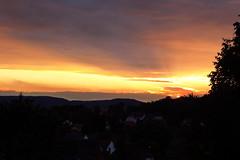 Sonnenuntergang Herstelle (noahsprock) Tags: sunset party orange sun photography fotografie sonnenuntergang dorf sommer himmel wolken nrw weser sonne bume baum ausblick huser sonnenschein weserbergland spontan beverungen dramatisch sungoesdown kreishxter herstelle dorfkind