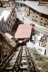 Ascensor Reina Victoria (hapePHOTOGRAPHIX) Tags: 152chl amricadelsur aufzug chile fujix100t object southamerica sdamerika valparaiso ascensor elevator ascensorreinavictoria hapephotographix valparaso regindevalparaso cl