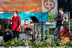 Iisalmi (Tuomo Lindfors) Tags: suomi finland stage band clarity singer dxo tori marketsquare 2016 songcontest iisalmi yhtye serenadi topazlabs filmpack laulaja esiintymislava tamronsp70200f28divcusd ylsavonmaakuntajuhlat seniorivalssaaja laulukilpailu