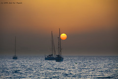 Amanece en la baha (Jos Francisco_(Fuen446)) Tags: amanecer amanece costadelsol costa mar cielo sea sky sunrise fuengirola mlaga andaluca bruma barco barcodelvela velero