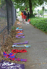 IMG_7765 (Eugene Knotty Knitters) Tags: flowers streetart graffiti knitting eugene uo universityoforegon eugeneoregon knitgraffiti knottyknitters guerrillaknitting yarntag yarnbombing yarnbomb eugeneknottyknitters