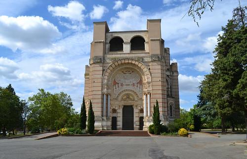 Pibrac. La basilique Sainte-Germaine.