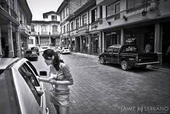 La Visita (Jaime Serrano Photography) Tags: blancoynegro luz ecuador mujer arquitectura glamour gente pueblo ciudad retratos andes chicas vistas nena costumbres detalles jvenes joven ecuatoriana exteriores ellas tradiciones monocolor situaciones zaruma monocromtica ecuadoramalavida lacabaadelcaf altopuyango jaimeserranoart