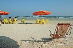 IMG_9923 (Vinicius Ribeiro Fotografia) Tags: ocean brazil people guy praia beach brasil canon 350d rebel xt 50mm mar model sand pessoas areia férias garoto 55mm bikini 1855mm f56 ml litoral yashica guarujá oculos 18mm f35 f17 5017 f3556 vacatioion