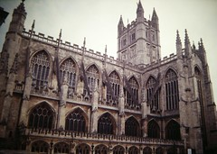 Anglų lietuvių žodynas. Žodis abbey reiškia n 1) abatija; 2) vienuolynas lietuviškai.