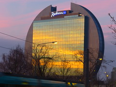 P1020522 - Himmelsspiegelung (JB Fotofan) Tags: sunset sky sun reflection abend frankfurt himmel haus sonne gkyz bockenheim