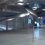 "Escultura en la estación de Benimaclet <a style=""margin-left:10px; font-size:0.8em;"" href=""http://www.flickr.com/photos/67776226@N07/11584875704/"" target=""_blank"">@flickr</a>"
