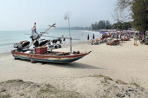 Beach Ban Bang Lo