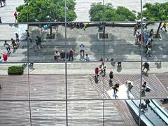 """Riflessi allo specchio del Maremagnum... (""""pipopipo"""") Tags: barcelona spain europa espana palazzo spagna specchio riflesso catalogna riflettere vision:text=0663 vision:outdoor=0976 vision:sky=0675"""
